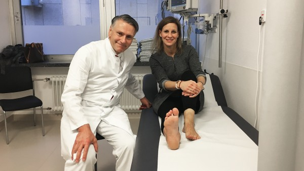 Prof. Dr. Krettek mit Patientin Jessica Alvarez