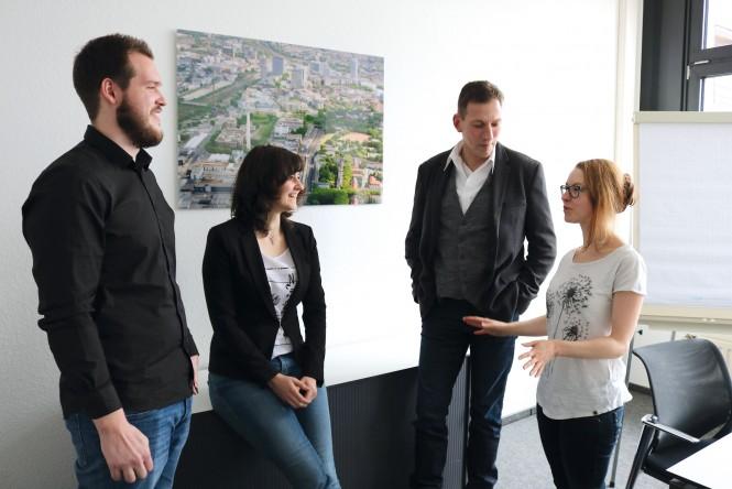 (Alt-)Essener Koordinatoren Tim Bönig, Sabrina Schmidt, Daniel Lochmann und Anna Wiesner (v. l. n. r.) im DGFG-Interview