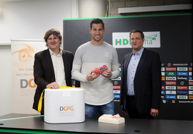 Quelle DGFG: Martin Börgel, Philipp Tschauner und Prof. Dr. Samir Sarikouch bei der Filmveröffentlichung in der HDI Arena